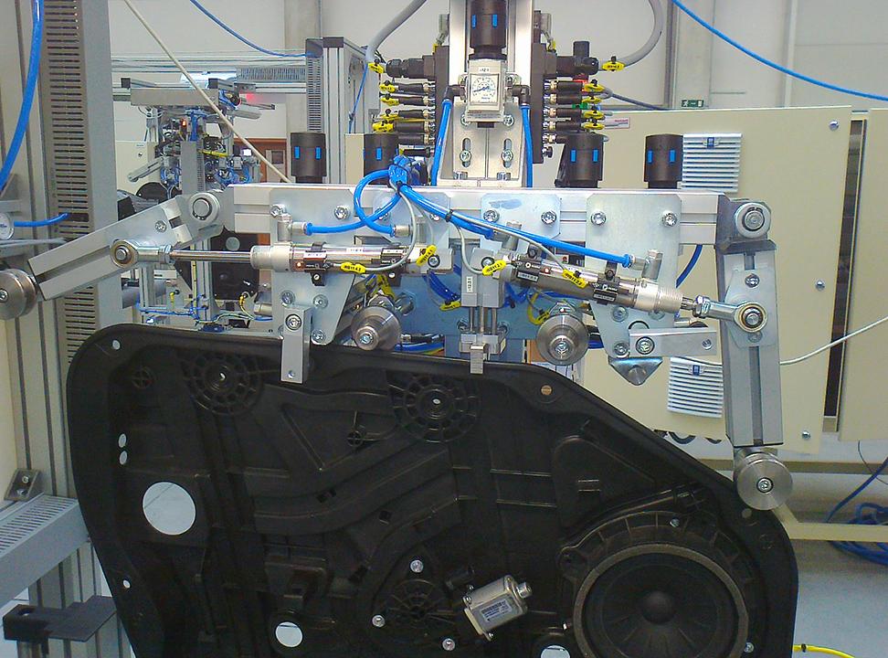 Jednoúčelová zařízení - montážní pracoviště dveřních modulů